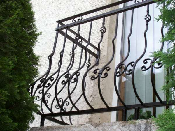 Prezeráte obrázky z článku: Oceľové zábradlia a brány